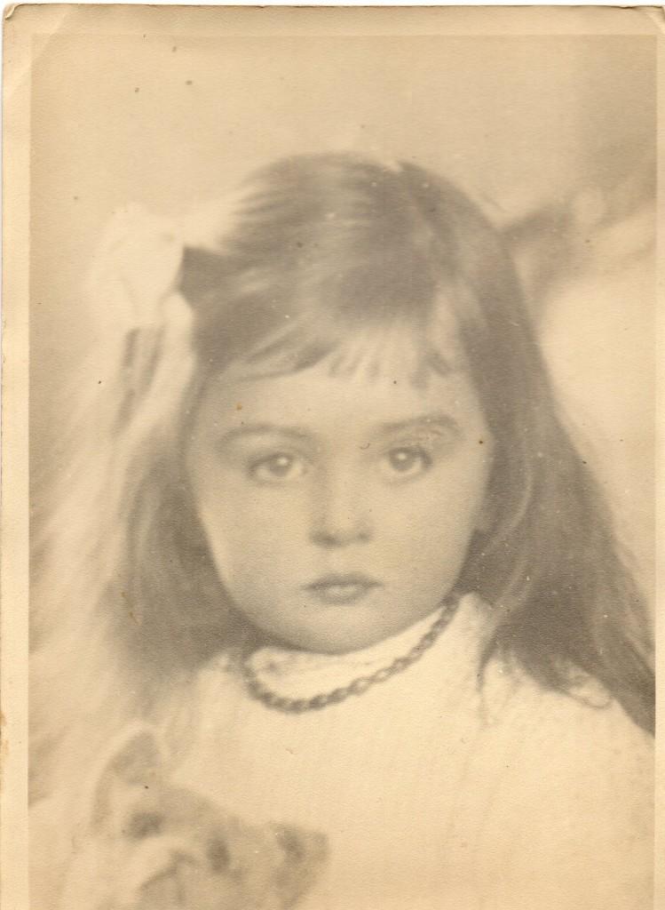 La petite Lialia en Ukraine avant l'âge de 10 ans