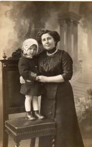 Lialia avec sa niania en Italie