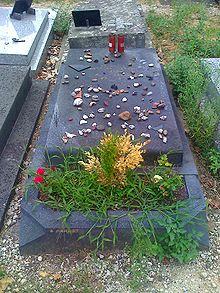 220px-Grave-Paul-Celan
