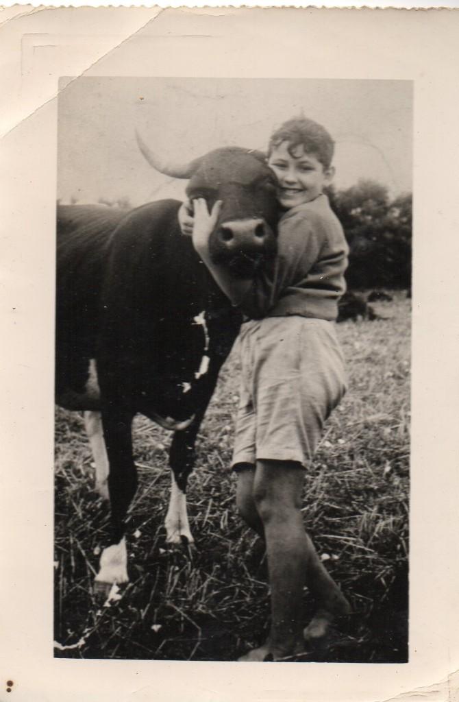 Jean-Claude Marcadé avec La Piga à Mouscardès, fin des années 1940